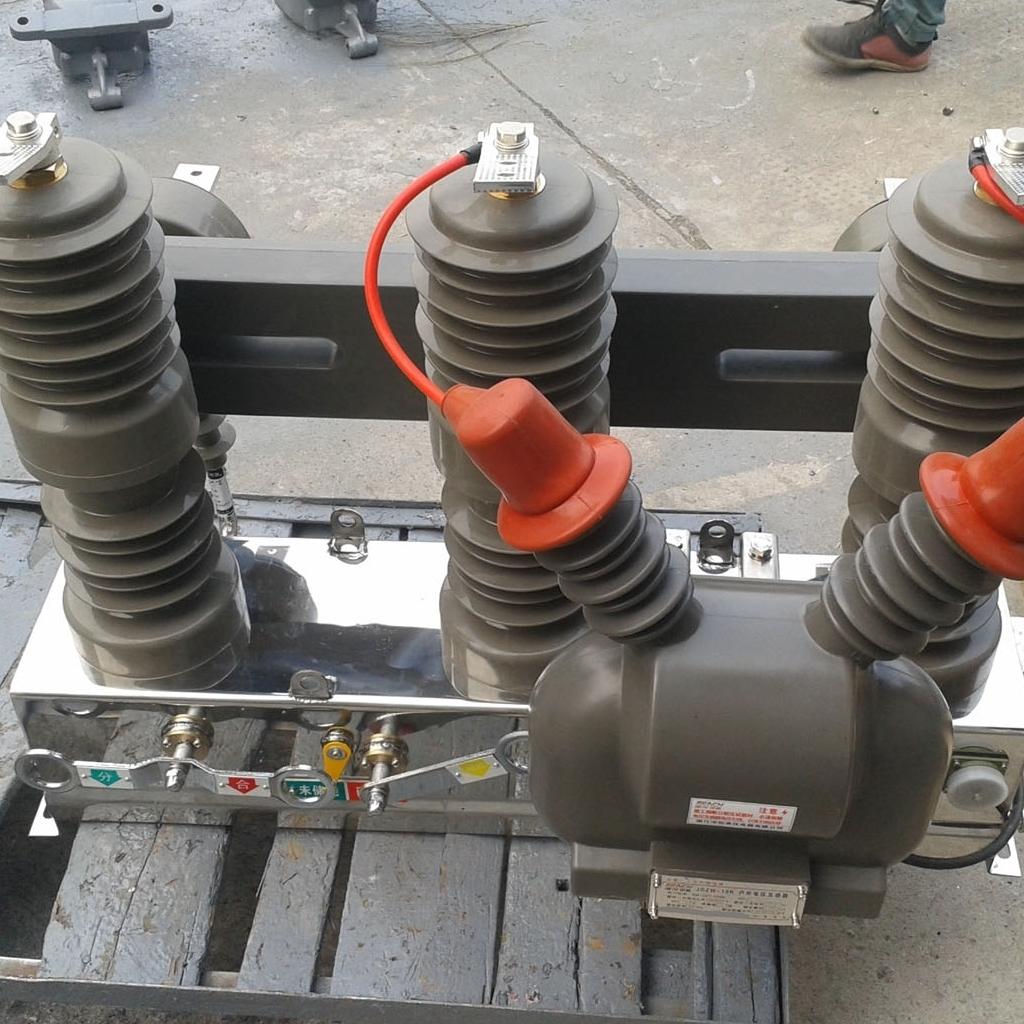 ZW32-12/630A户外高原型 电动操作断路器