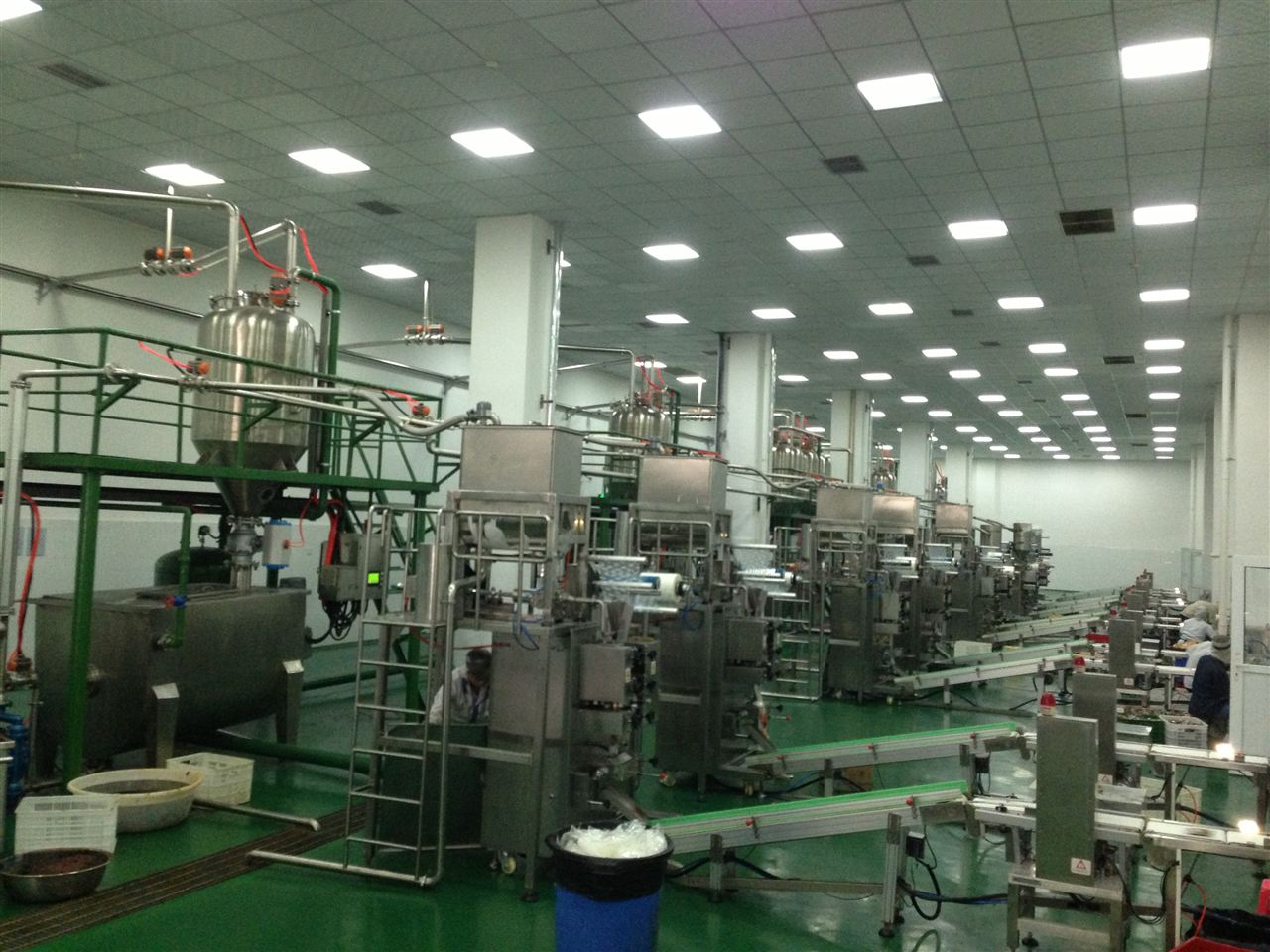 牛油、辣油包装机——重庆巴奴饮食文化有限公司
