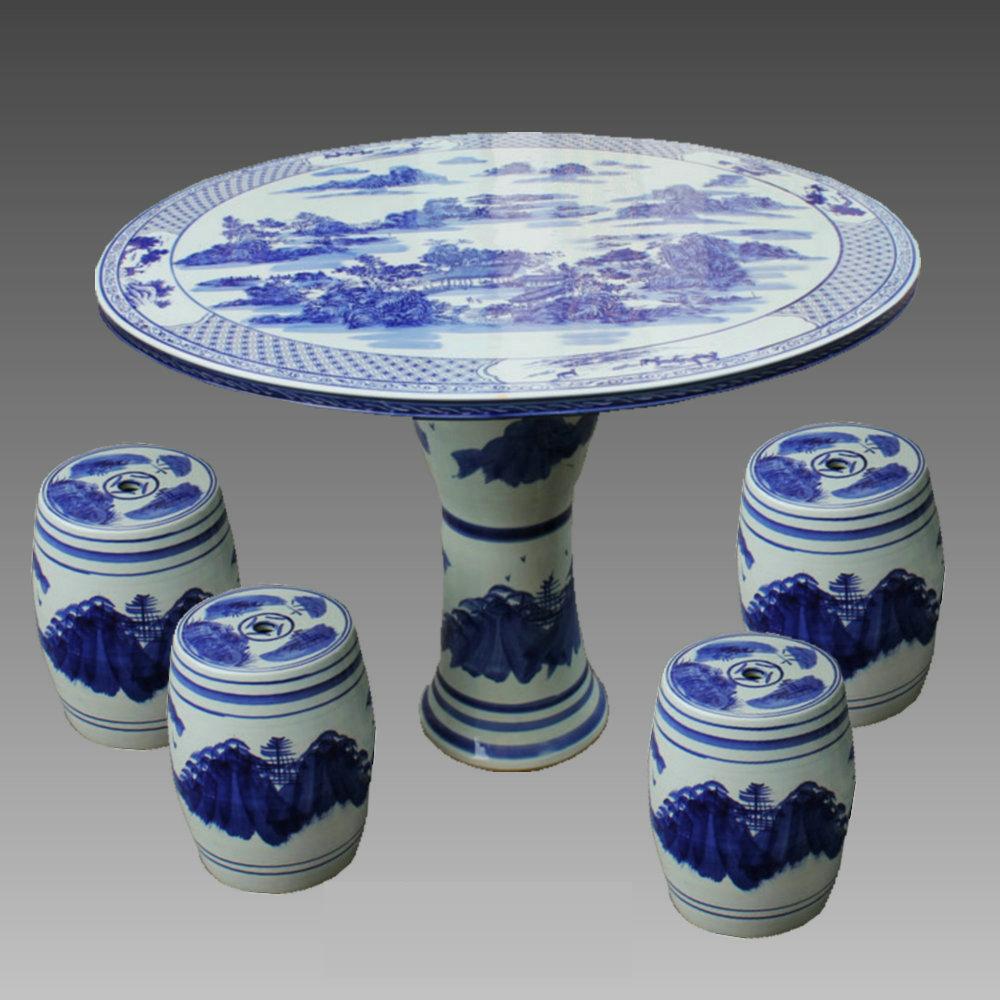 将按陶瓷器皿造型设计的图纹画稿,经分色制版,把用陶瓷颜料配制的油墨
