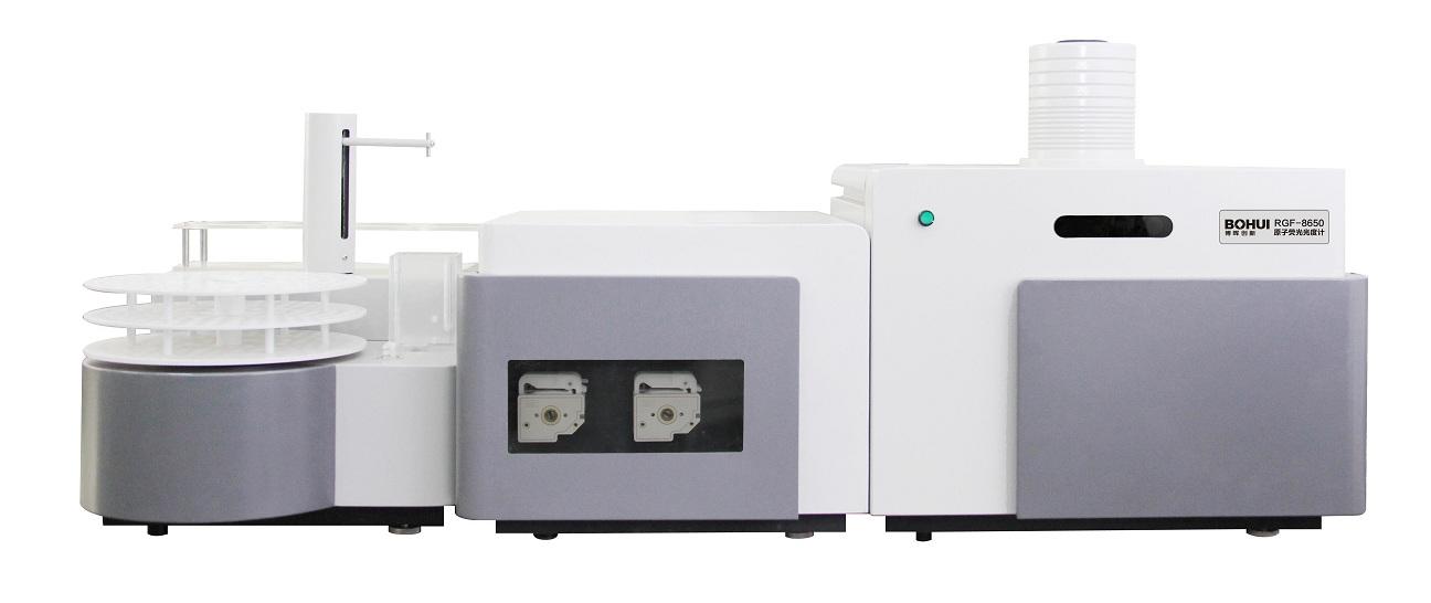 RGF系列原子荧光光谱仪技术性能特点: 1、适用于样品中砷、汞、硒、铅、锗、锡、锑、铋、镉、碲、锌、金等十二种元素痕量分析。 2、双通道、三通道、四通道根据型号不同可选。 3、拥有自主知识产权的模块化设计。 4、拥有自主知识产权的第二代进口注射泵与蠕动泵联用的内置式断续流动进样装置。 5、拥有自主知识产权的电磁阀应用:摒弃了传统的单向阀、多道通阀和夹管阀。 6、拥有自主知识产权的激发光源漂移校正的检测器应用。 7、独家配备断续进样及连续进样方式两种进样方式自动切换功能。 8、独家配备蠕动泵进样与注射泵进