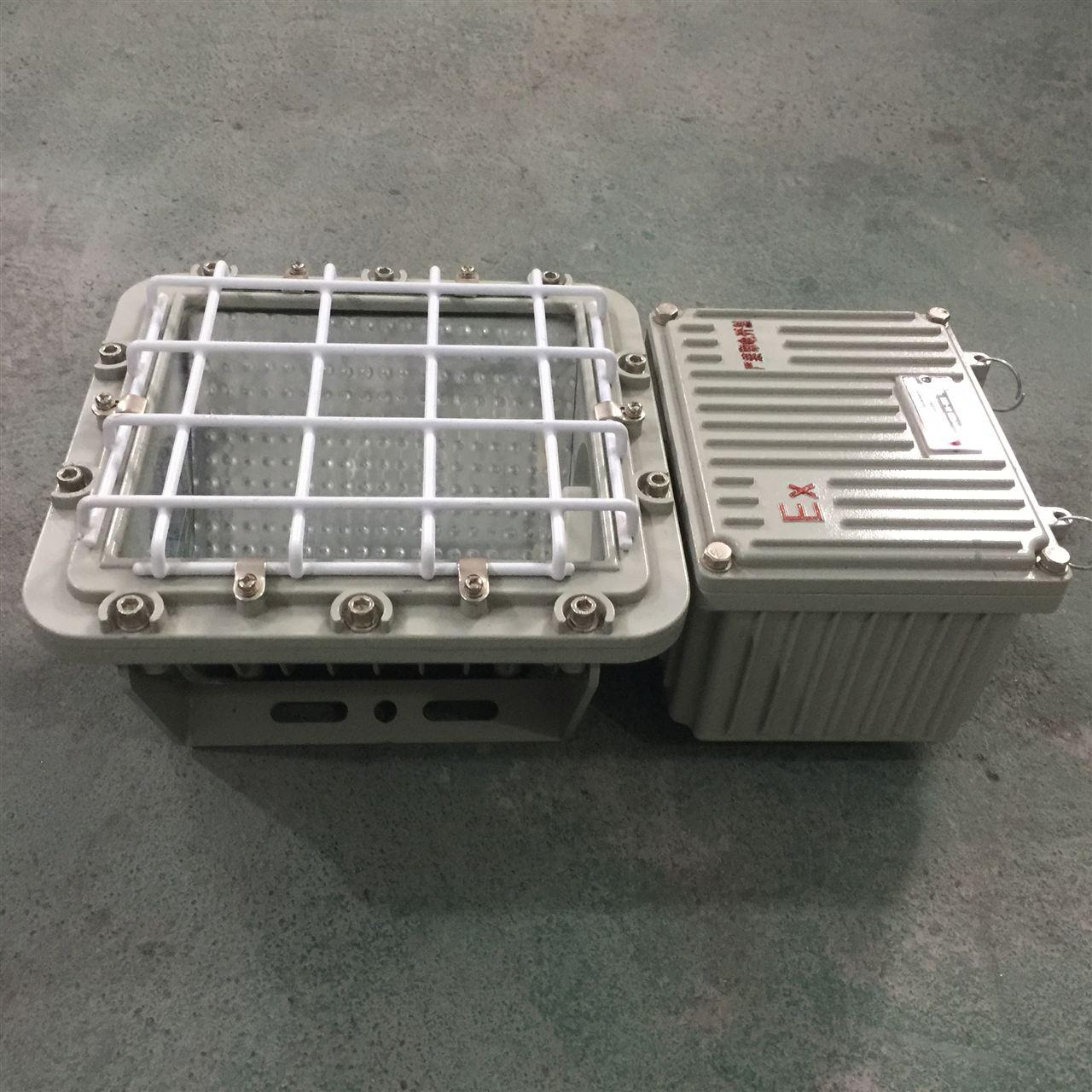 防爆金卤灯:我们根据不同的瓦数(俗称:灯具长度)配用不同的壳体,跟光源配用相应的镇流器可以根据客户要求来配用不同的壳体分体式:镇流器箱独立一个壳体,一体式:镇流器跟光源在一个灯具里,主要把灯具分为光源腔和接线腔。 防爆金卤灯是一种发光管内部利用除水银、氩气外,还封入其它卤化金属化合物作为发光物质发光的一种高压放电灯。 1.