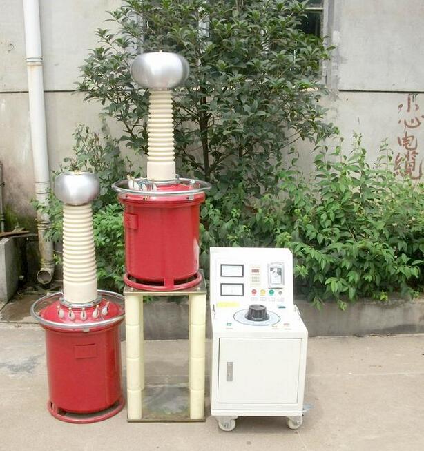 YDJ系列油浸式试验变压器,是胜绪电气有限公司根据 《DL/T848.2-2004高压试验装置通用技术条件-第2部分:工频高压试验装置》的试验标准,专门研制生产的油浸式试验变压器,YDJ系列油浸式试验变压器具有体积小、重量轻、结构紧凑、功能全、通用性强和使用简单、方便等特点,并广泛适用于电力系统、工矿企业、科研部门、发电检修部门等对各种高压电气设备、电器元件、绝缘材料进行工频或直流高压下的绝缘强度试验,该直流高压发生器是高压预防性试验中必不可少的重要专业设备。 工频耐压试验常见的油浸式试验变压器 产品结构